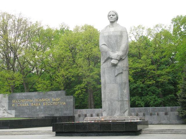 """КП """"Центр обращения с животными"""" поздравляет харьковчан с днем города и 75-летней годовщиной освобождения от немецких войск!"""