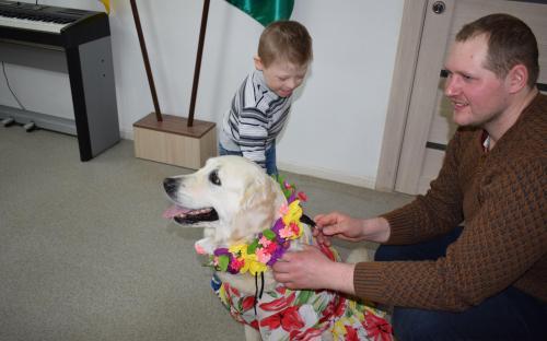 """""""Уроки доброты"""" и собак-терапевтов от Центра обращения с животными принимал центр """"Семья"""""""
