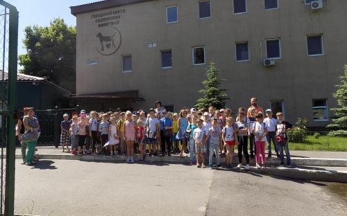 Сегодня в КП «Центр обращения с животными» был поставлен рекорд по количеству детей, приехавших на экскурсии