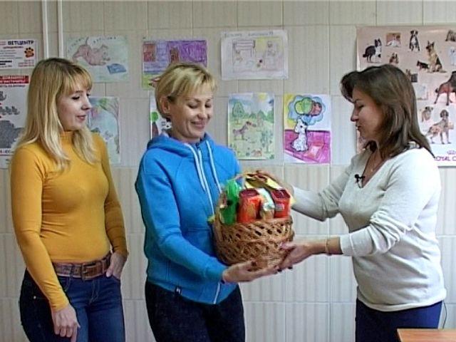 Администрация Центра поздравила наших волонтеров с их праздником