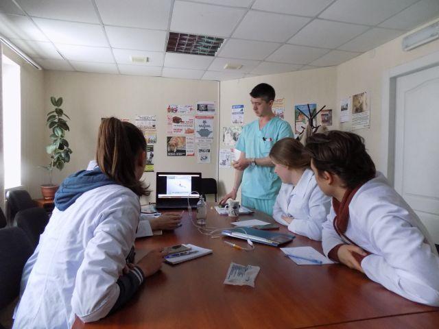 Студенты зооветеринары постигают азы профессии в ветклинике Центра обращения с животными