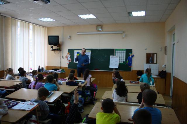 Харьковских школьников приучают ответственному отношению к братьям меньшим.